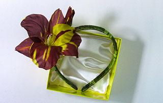 Ободок для волос с цветком из шелка
